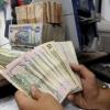 رئيس لجنة برلمانية يطالب بتوزيع رواتب الاشهر المقبلة بالدولار