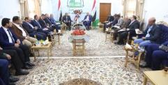 المحافظ يعقد اجتماعا موسعا بحضور رئيس اللجنة الزراعية في مجلس المحافظة ويوجه بتنفيذ طريق ثاني لشارع (عباسية / حرية) على وجه السرعة