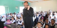 المحافظ يزور مدرستي المولى المقدس والصافات الابتدائية في حي الرحمه في زيارة مفاجئة ويوجه التربية بتسوية الملاكات التعليمية