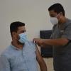فريق صحي يقوم بتلقيح أساتذة وطلبة جامعة جابر بن حيان