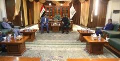 محافظ  النجف يستقبل وزير الداخلية في مكتبه