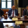 رئيس مجلس الوزراء يرأس اجتماعاً طارئاً للمحافظين ويتخذ عدة قرارات
