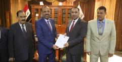 المحافظ يوقع على مباشرة هاشم الكرعاوي نائبا اول للمحافظ