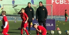 بالصور.. لاعب عراقي ينتقل رسمياً الى برشلونة