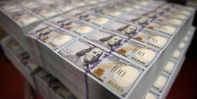 خبير اقتصادي: الحكومة لاتملك مبرراً لابقاء الدولار مرتفعا