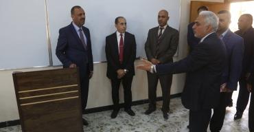 الياسري يفتتح مجمع القاعات الدراسية الجديدة في كلية التربية بجامعة الكوفة ورئيسها يكرم المحافظ بدرع الابداع