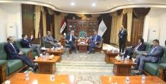 محافظ النجف يستقبل السفير الفرنسي في العراق