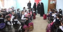 المحافظ يزور مدرسة العطاء في قرية الغدير للاطلاع على المشاكل التي تعانيها العملية التعليمية في المنطقة.