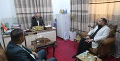المحافظ يعقد اجتماعه الدوري مع نائبيه لمناقشة وتقييم عمل الدوائر والقطاعات.